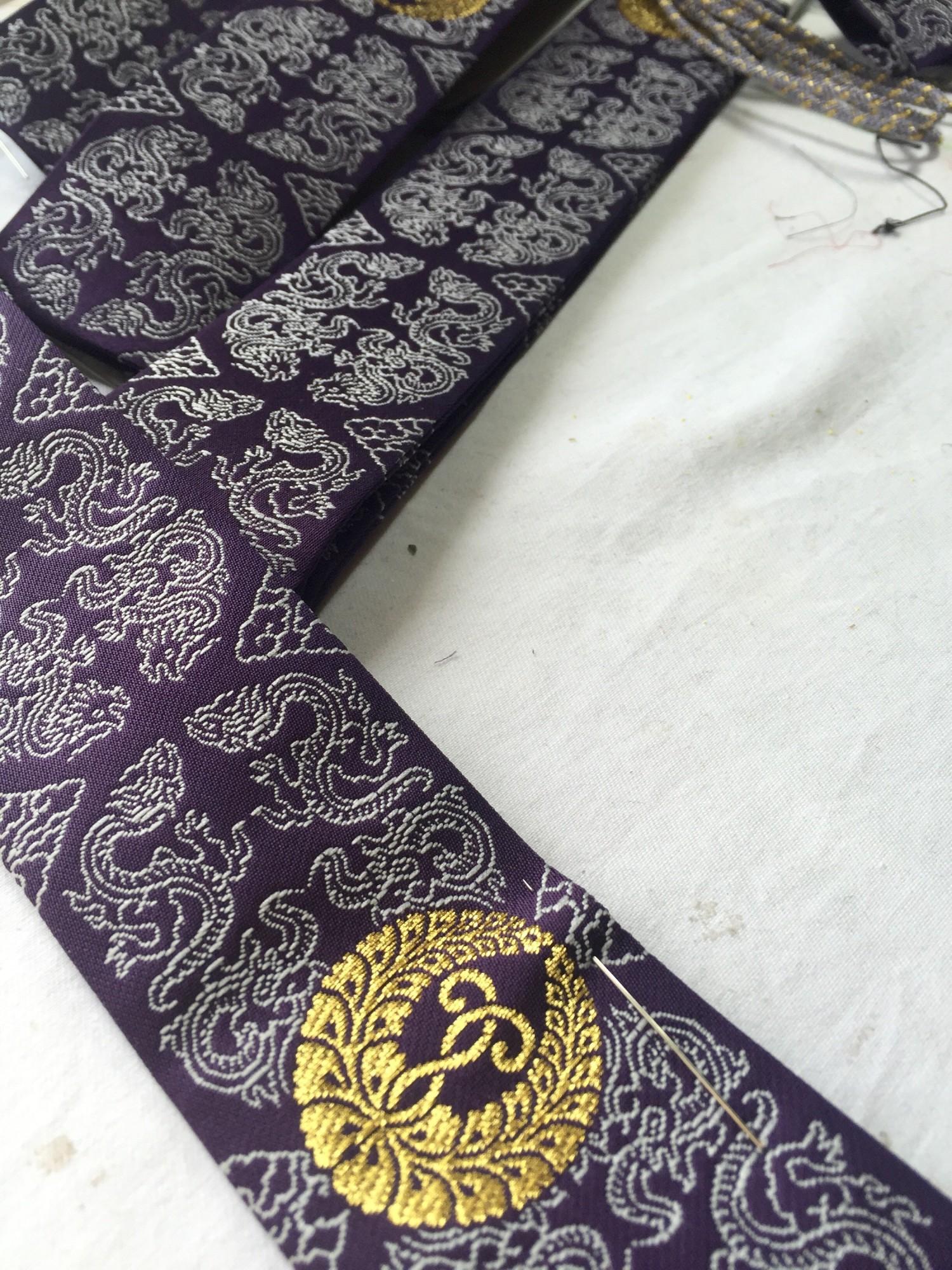 Buddhism kyoto tradition naoshichi fabric repair 専如門主伝統奉告法要記念式章 川勝直七